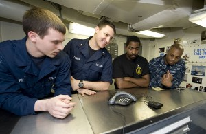 800px-US_Navy_111219-N-VO377-014_Sailors_talk_to_New_Orleans_Saints_tight-end_Jimmy_Graham_during_a_holiday_morale_phone_call_aboard_the_Nimitz-Class_air